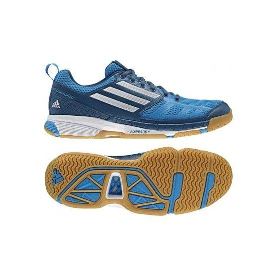Utolsó darab db. Mérete: 47 1/3. Adidas Feather Elite 2 férfi teremcipő ideális cipő kézilabdásoknak vagy squash játékhoz is. A készlet erejéig. Stabil, flexibilis és extrém dinamikus teremcipő. Több mint 50 éve bíznak meg élsportolók az Adidas minőségben. Az Essence 10.1 teremcipő kényelmet és magas teljesítmény eléréséhez lett fejlesztve. Jellemzői : ADIPRENE+, ADITUFF, Air-Mesh.