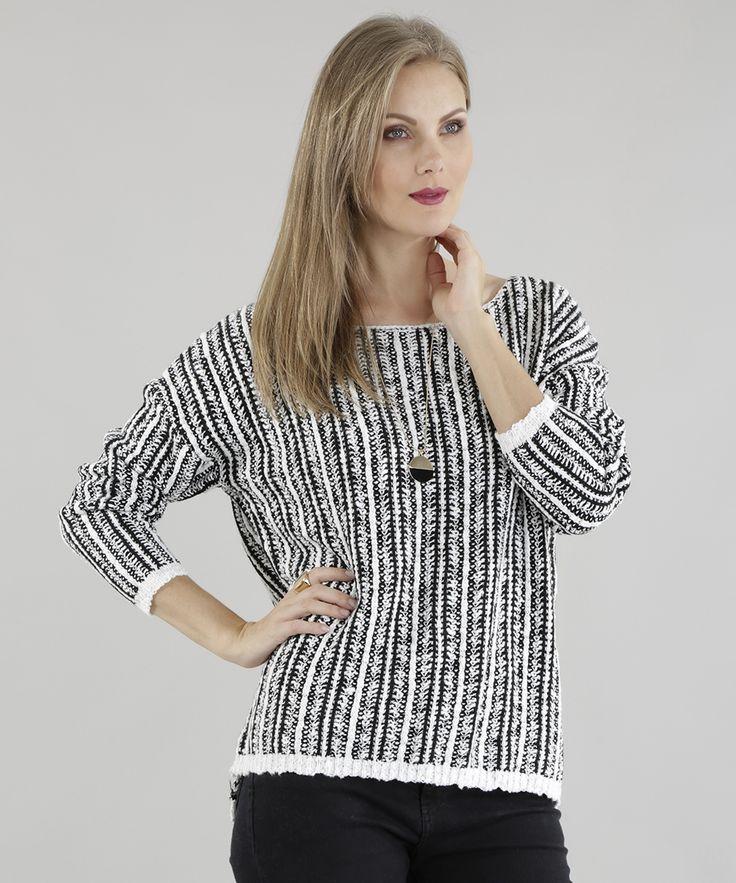 Esse suéter foi desenvolvido em tricô de toque macio. Os pontos formam uma padronagem diferenciada. O decote redondo e as mangas longas têm acabamento em ribana.  Aposte nesse suéter e arrase!  Composição: 55% Algodão 45% Acrílico   Modelo Veste: P Altura: 1,78m Busto: 88cm Cintura: 63cm Quadril: 95cm