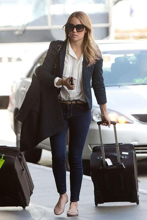 Copy Lauren Conrad's travel outfit the next time you go to the airport – 9 m…