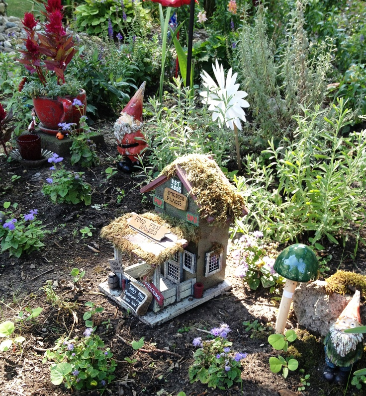 Gnome In Garden: 1000+ Images About Gnome Village Ideas For Back Yard On
