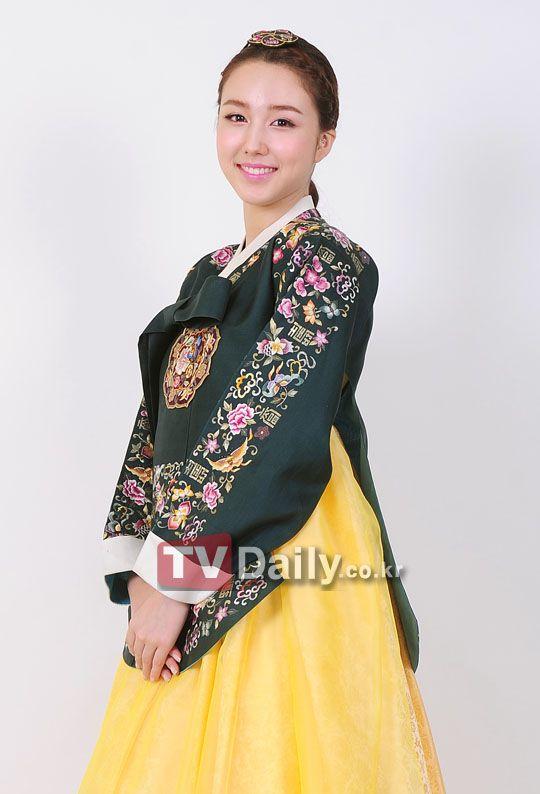 Chocolat Tia in Korean Traditional Clothing 'Hanbok'