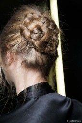 Εντυπωσιακά χτενίσματα για τις μέρες που τα μαλλιά σας δεν στρώνουν με τίποτα (5)