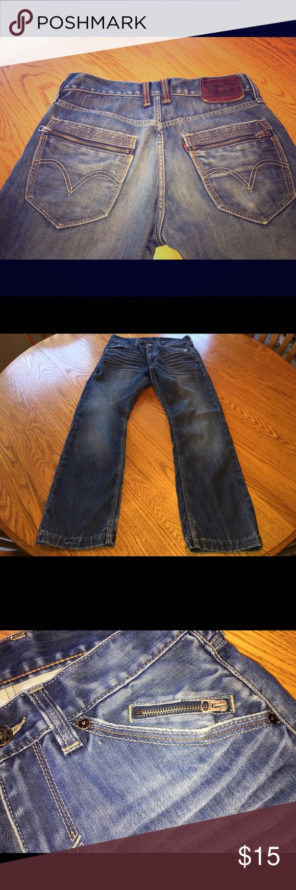 Men's Levi Strauss and Co. 514 32x30 Levi 514 slim straight 32x30. Excellent condition. Zipper accents in both back pockets and front left pocket. Leather back middle belt loops. Levi's Jeans Slim Straight