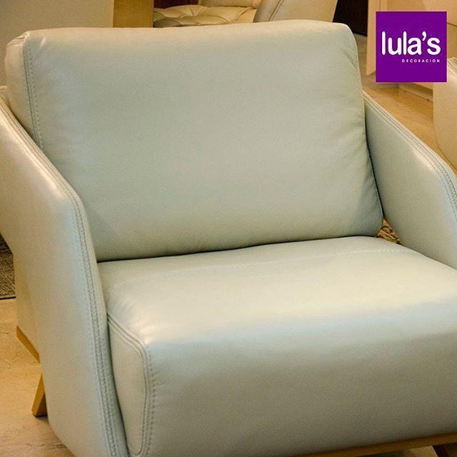 Las ventajas de tener muebles con cuero son muchas. La tapicería de cuero es natural, duradera y atractiva; es un buen detalle en cualquier ambiente. Con el paso del tiempo, los muebles de cuero pierden el aceite natural. Replicar el efecto de ese aceite con productos para el cuidado del cuero, como conservantes y acondicionadores especializados, es decisión de cada dueño. #TipsLulas  #interiordesign #home #style #decor #decoración #espacios #ambientes #decohogar #muebles #mobiliario…