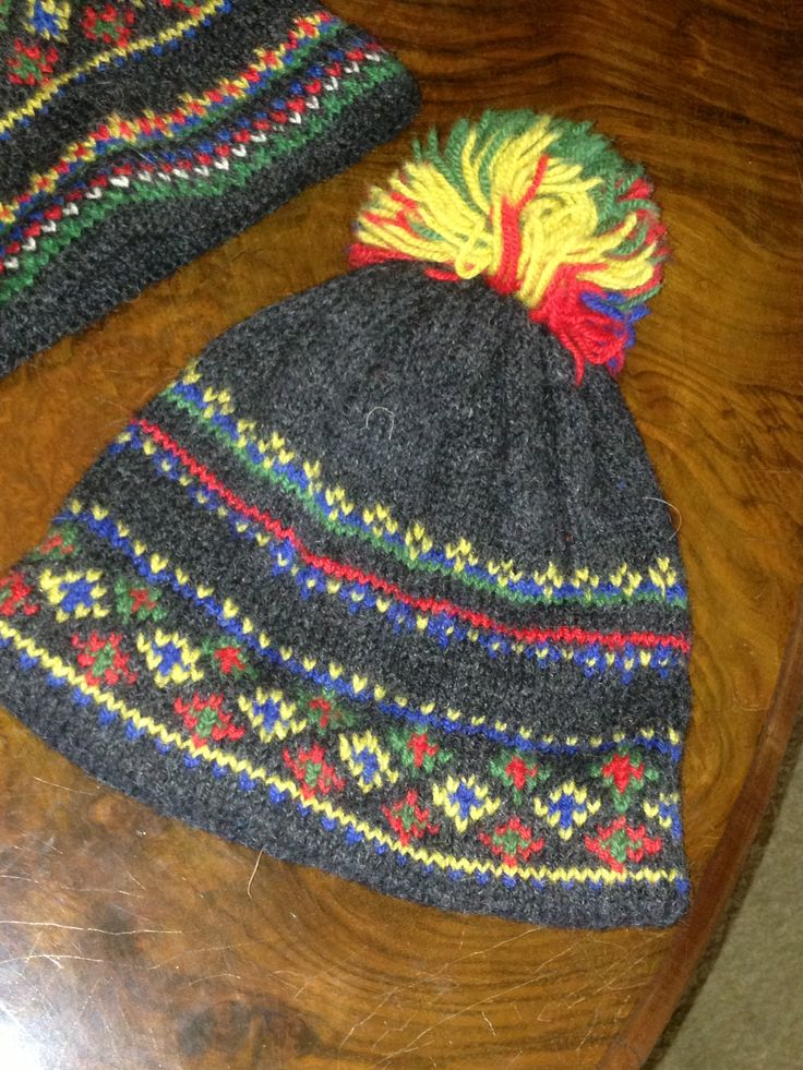#bonnet  From #Norway a typical knitted multicoloured #rainproof jumper from original #Icelandic #lopi