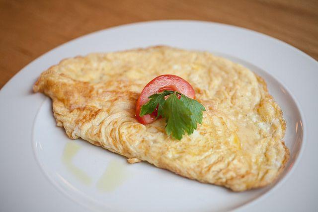 Vaječná #omeleta (bezlepková) s parmazánem  // www.bistrofranz.cz/cs/snidane-brno