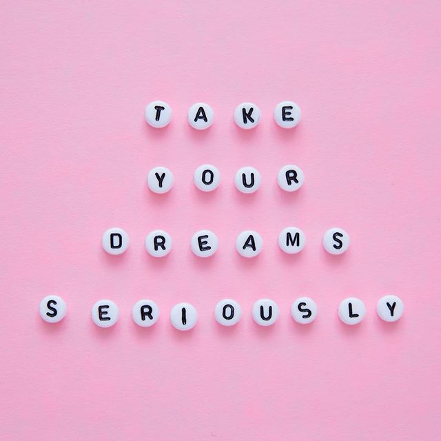 What quote or mantra inspires YOU to power up? Tell us below  and we'll choose our fav sayings to feature on Cosmo's @funfearlesslife account! ⚡️
