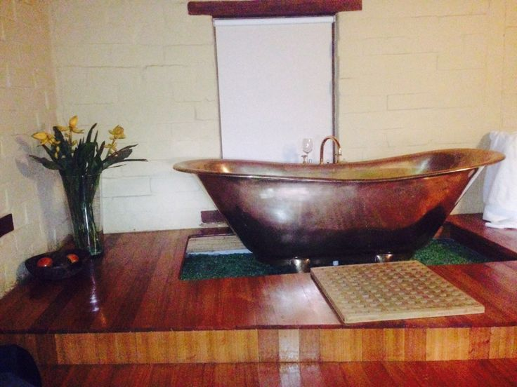 Love this copper bath at Italian Hill Mudbrick Cottage Daylesford.
