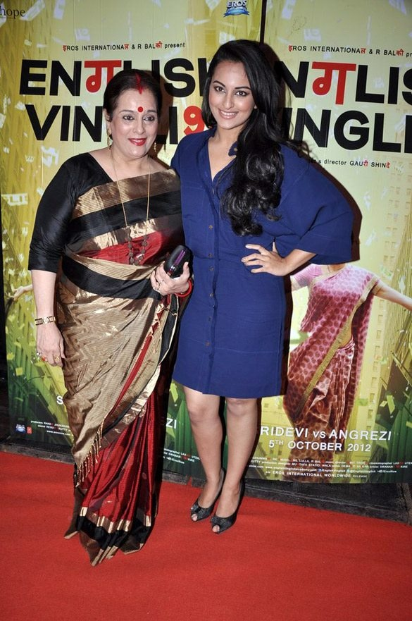 Sonakshi Sinha with mother Poonam Sinha at English Vinglish Movie Premiere.