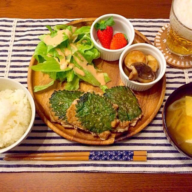 お弁当にも❤️ - 22件のもぐもぐ - 大葉と豚ひき肉のハンバーグ エリンギバター サラダ お豆腐とネギのお味噌汁 by hasese