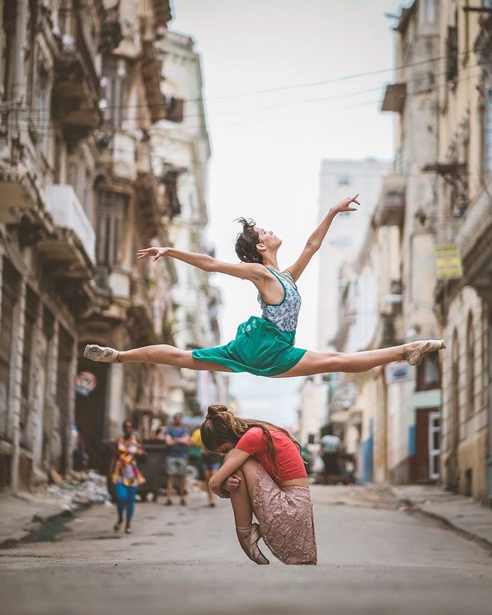 Pinterest : mutinelolita /// Ballet Dancers Practicing On The Streets Of Cuba. By Omar Robles
