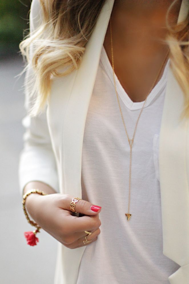Simple, dressy, tailored. Great necklace.