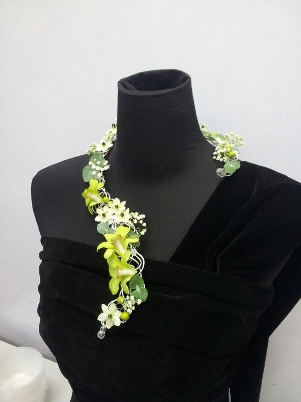 Floral necklace. Design: Christina.H
