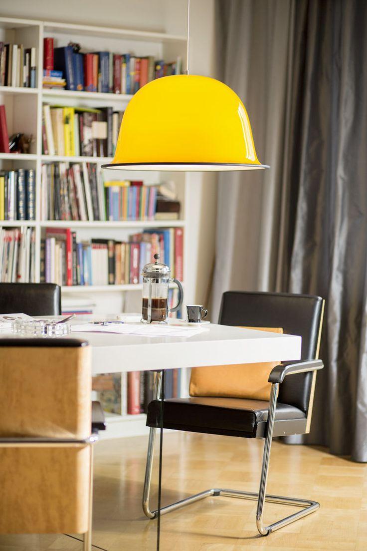 Kotimaisen Kera Interiorin Stan-riippuvalaisin raikkaan keltaisena.   http://www.valotorni.fi/product/15385/stan-riippuvalaisin-e27-60-keltainen