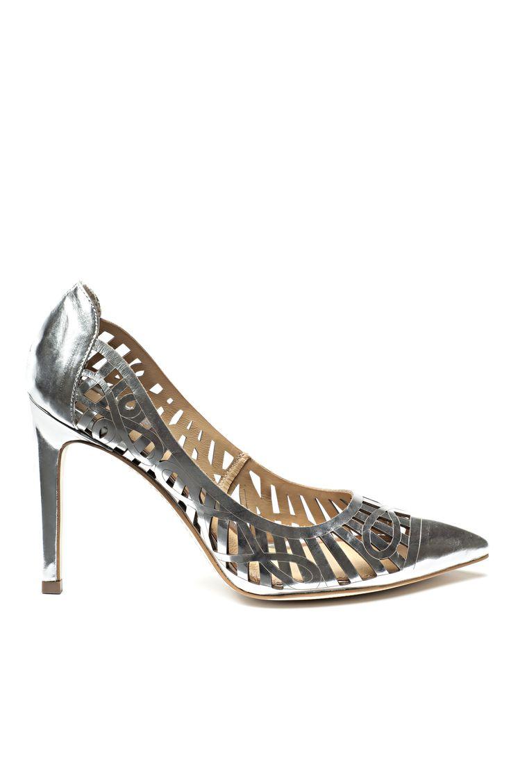 Escarpins ajourés à effet métallique / Openwork metallic high heels https://www.tristanstyle.com/en/femmes/chaussures/escarpins-ajoures-a-effet-metallique/24/fa080c0105z/