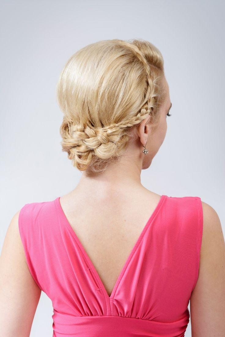 Společenský účes z polodlouhých blond vlasů. S copem. / Evening hairstyle for long hair. With braid.