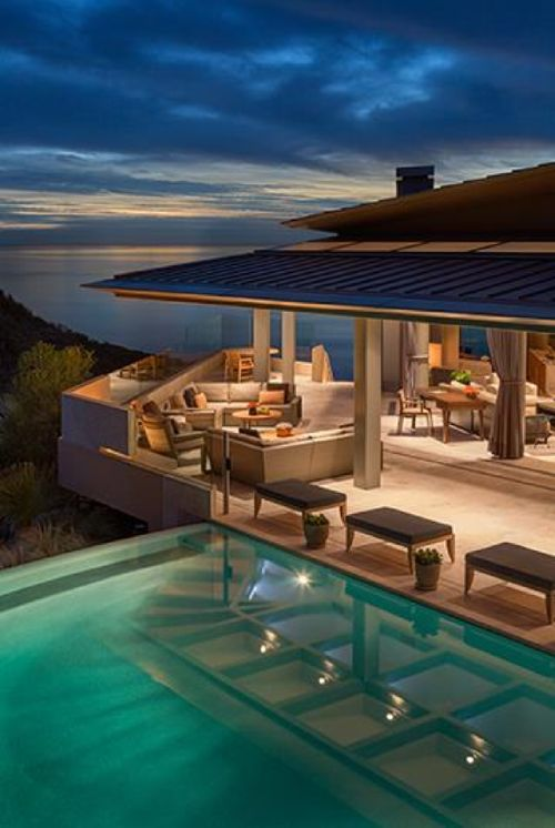 La Jolla, CA home designed by Barbara Ince of Susan Fredman Design Group