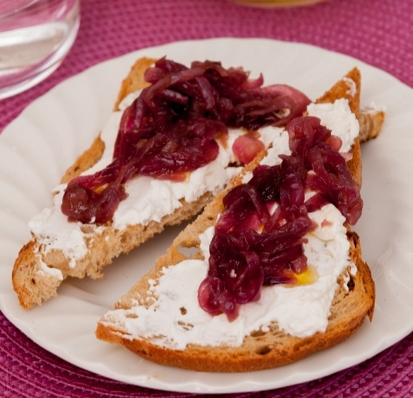 Creamy goat's cheese and caramelised onions on toast