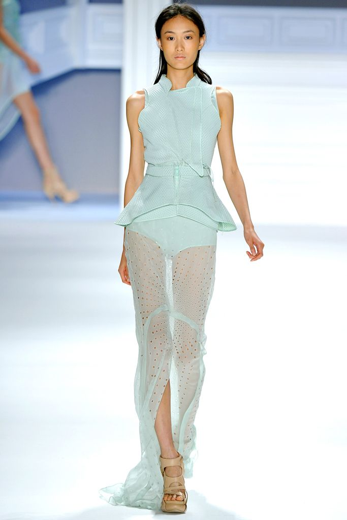 Vera Wang Spring 2012 Ready-to-Wear Collection Slideshow on Style.com