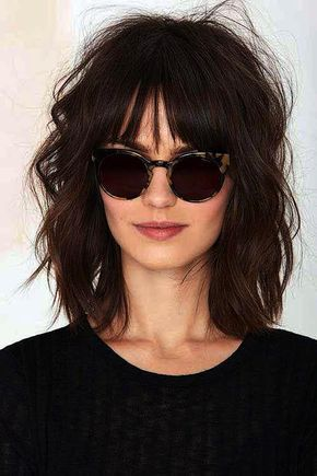 Haircuts mit Pony-Frisur Kurz und lockiges Haar // #Haar #haircuts #Kurz #Lockiges #PonyFrisur