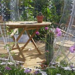 """Duński designer Simon Hjermind Jensen – właściciel pracowni SHJworks – stworzył """"Invisible Garden House"""", czyli niewidzialny domek ogrodowy. Projekt jest dedykowany Skandynawom, którzy dzięki niemu mogą cieszyć się przebywaniem w swoim ogrodzie nawet gdy jest już chłodno. Więcej: http://www.sztuka-krajobrazu.pl/636/slajdy/projekty-ogrodowe-ndash-bdquo-invisible-garden-house-rdquo#hot"""