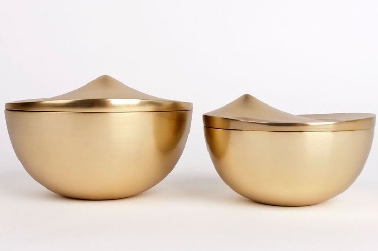 stelton peak bombonniere lidded box. Available in two sizes