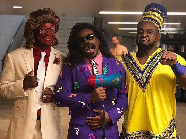 wwe The #NewDay channel #BrotherLove, #JimmyHart and #Akeem for their #Halloween costumes! #SDLive @thetruekofi @xavierwoodsphd @wwebige 2017/11/01 09:34:17