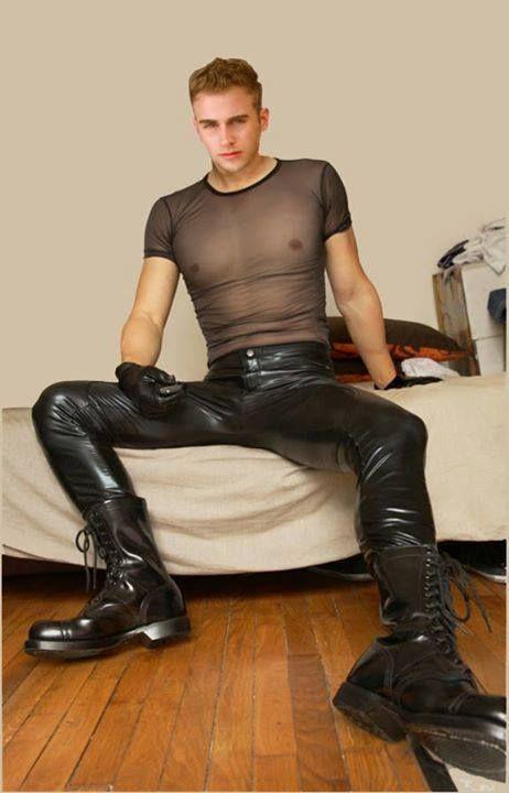 Bottes gays en cuir uniforme