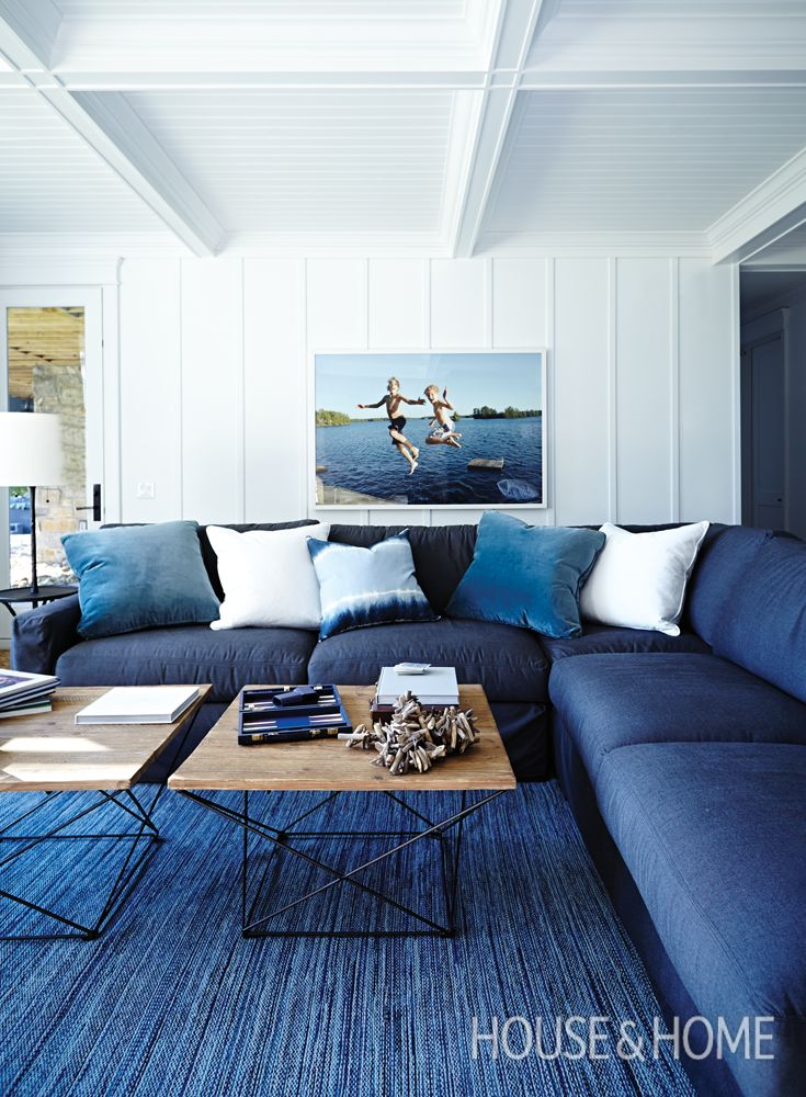 Best 25 blue living rooms ideas on pinterest blue and for Navy blue family room