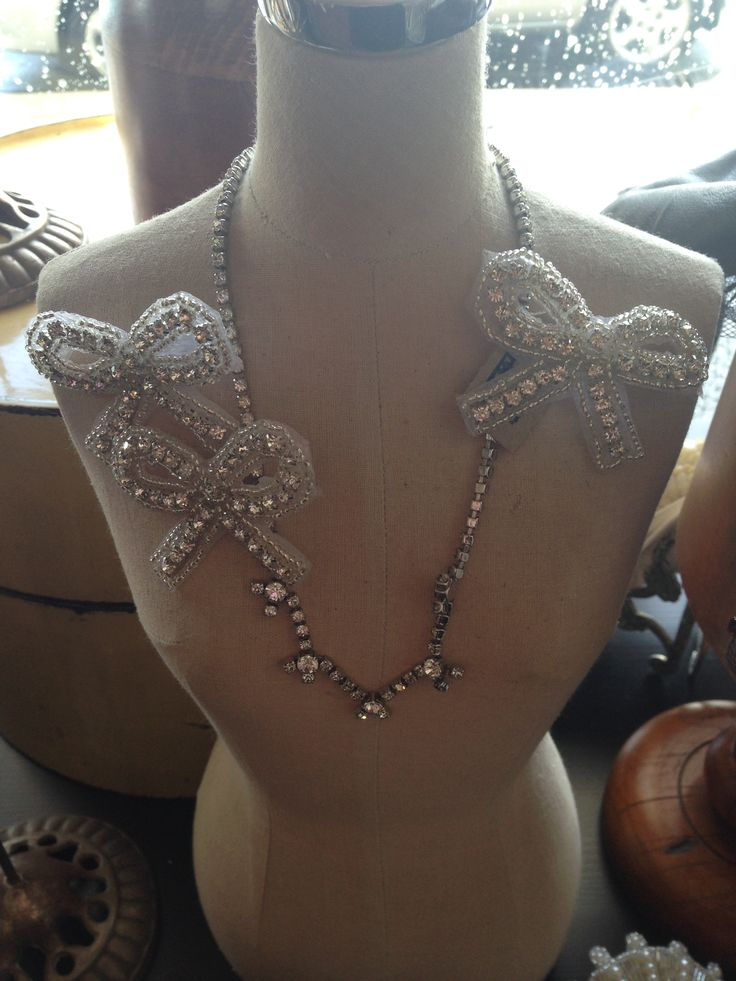 Vintage necklaces and bow brooches