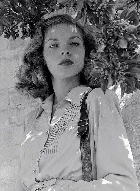 Lauren Bacall, 1945, chemise à plis