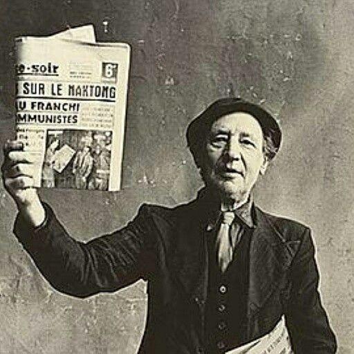 """1 / 11 Photographe de mode notamment pour Vogue, Irving Penn (1917-2009) a photographié au début des années 1950 """"les petits métiers"""" à Paris, Londres et New York. Cette exposition présente, jusqu'au 25 juillet à la fondation Henri Cartier-Bresson à Paris, une centaine de tirages issus du J. Paul Getty Museum de Los Angeles, à qui l'auteur avait fait une donation partielle en 2008.  Marchand de journaux, Paris, 1950. CRÉDITS : © THE IRVING PENN FOUNDATION   2 / 11 """"Irving Penn préférait…"""