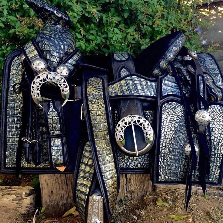 La montura perfecta montura de gala en cocodrilo for Monturas para caballos