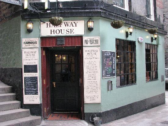MUST GO! Halfway House pub in Edinburgh!