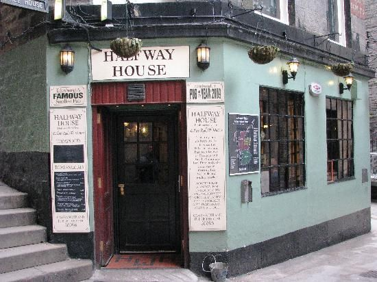 MUST GO! Halfway House pub in Edinburgh!