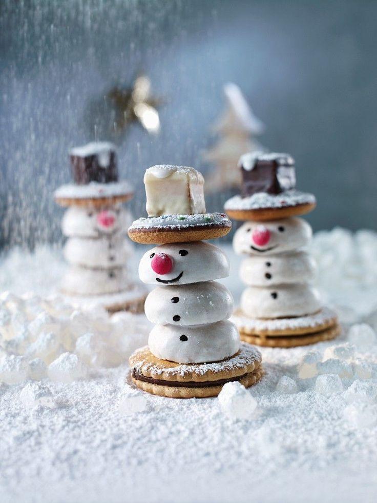 Keks-Schneemänner bauen | http://eatsmarter.de/rezepte/keks-schneemaenner-bauen