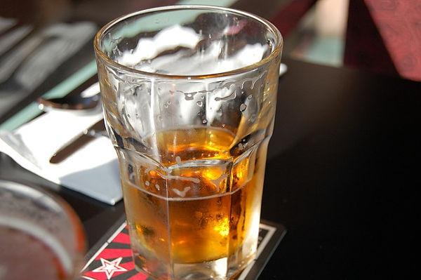 Beber alcohol de manera reiterada provoca obesidad abdominal a largo plazo