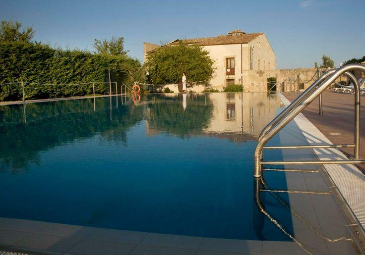Swimming pool www.villafavoritanoto.it