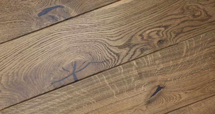 Golden Farmhouse Oak Brushed & Lacquered Engineered Wood Flooring - Descriptive 2