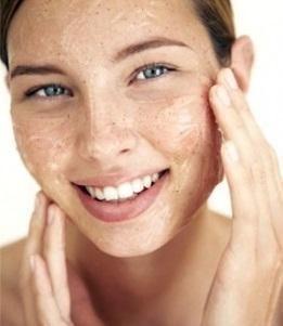 Quais são os melhores esfoliantes naturais. Se procura eliminar as células mortas do seu rosto e corpo, e ter uma pele muito mais luminosa, suave e bonita, então deve saber que esfoliar a pele é a melhor alternativa. A esfoliação consiste em el...