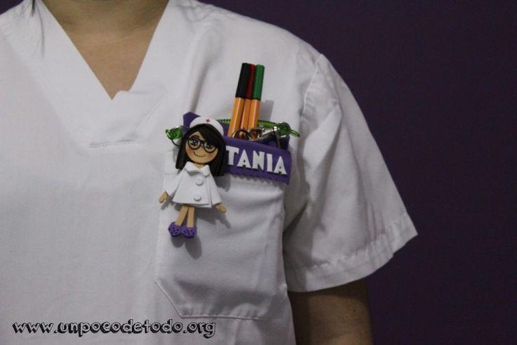 www.unpocodetodo.org - Salvabolsillos personalizado para enfermeras - Broches - Otros - Goma eva - crafts - enfermera - foami - foamy - manualidades - nurse - 4
