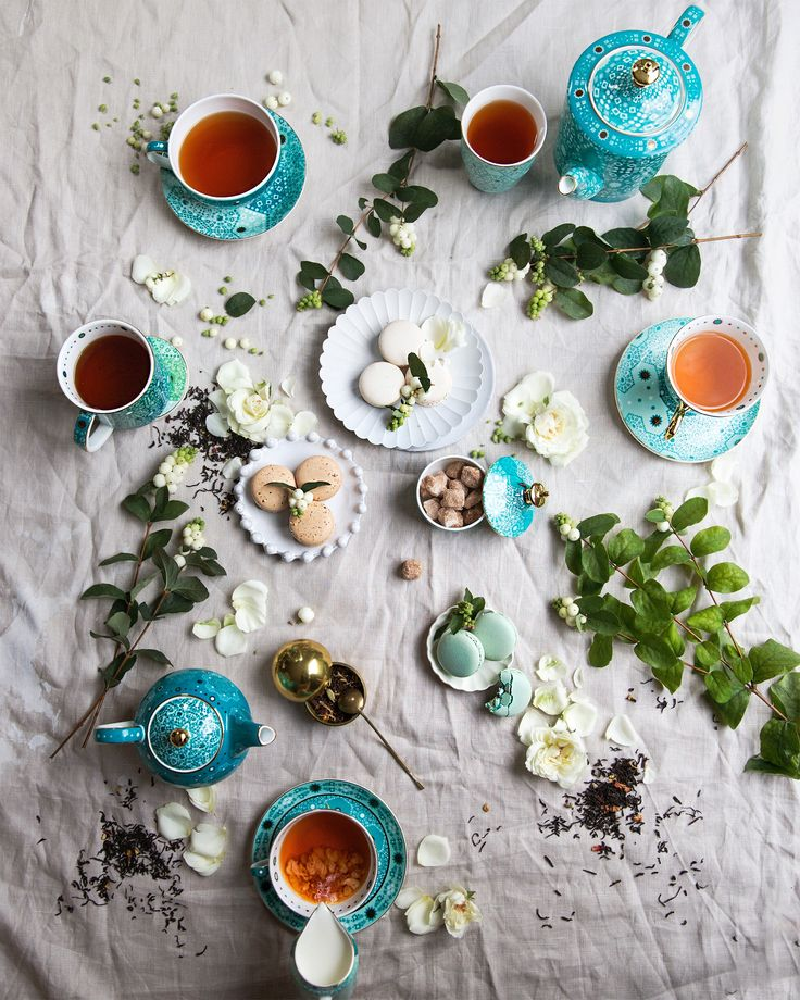 Fresh blooms and vibrant aquas will have you sipping the afternoon away with @mrpaddingtonbear