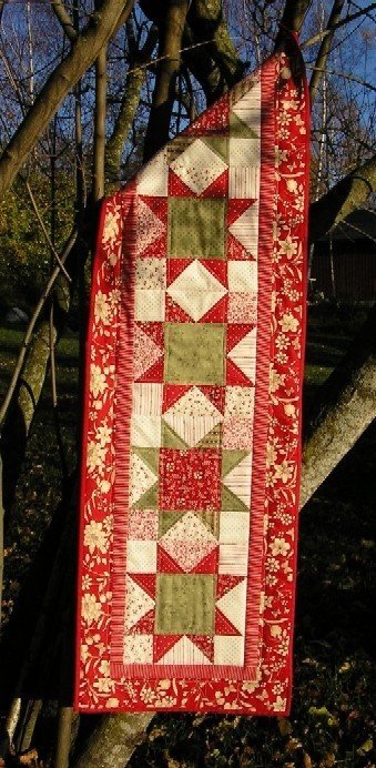 Christmas Runner...WOULD BE SO PERFECT...LOVE THE TONED DOWN CHRISTMAS COLORS...<3