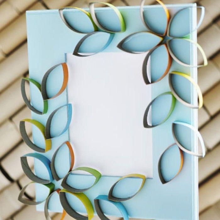 Fotolijstje met wc rollen of huishoudrollen versierd als bloemen!