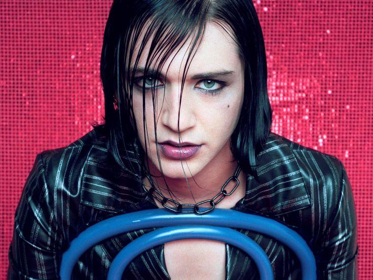 Maximum Rock Magazin - Machiajul in muzica rock: masca, joc si simbol