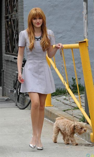 Белла торн и её модные джинсы