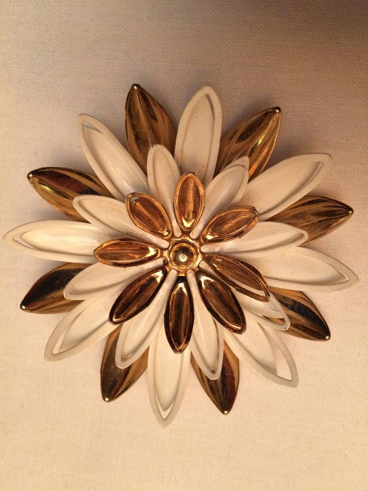 Excited to share the latest addition to my #etsy shop: Sarah Coventry floral brooch http://etsy.me/2DuOaGX #jewellery #brooch #gold #white #no #women #flower #3d #lapelpin