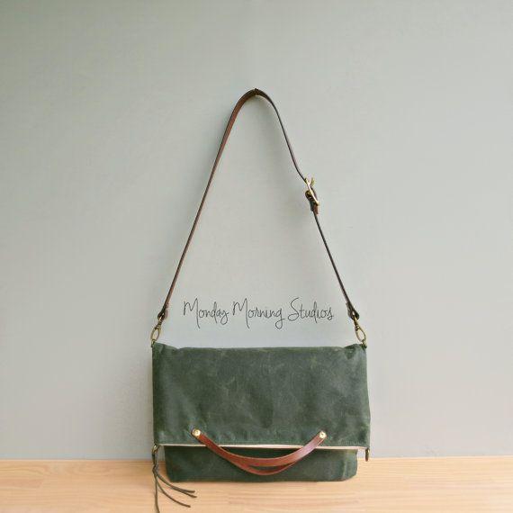 Toile cirée Foldover sac à main avec par MondayMorningStudios