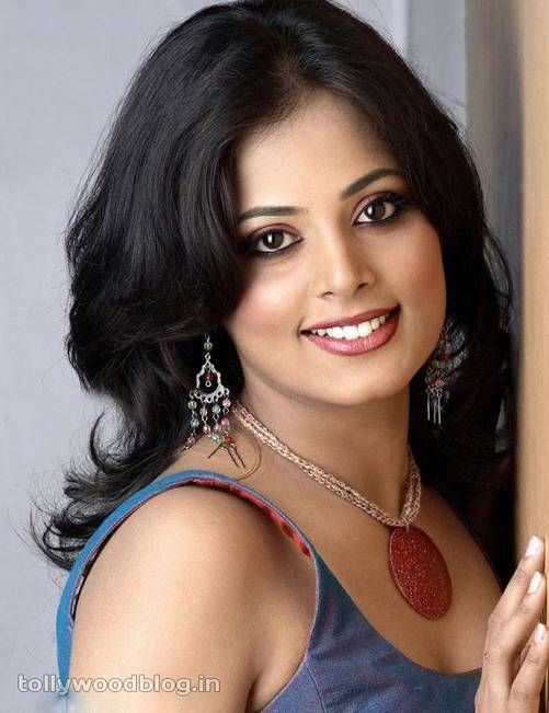 Sindhu Menon | DOB: 17-Jun-1985 | Bengaluru, Karnataka | Occupation: Actress, TV Anchor | #junebirthdays #cinema #movies #cineresearch #entertainment #fashion #SindhuMenon