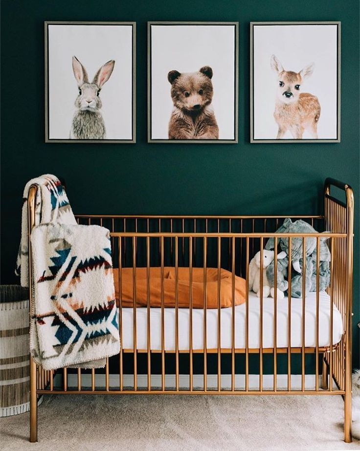 🌲 a shiny golden crib made gender neutral 💫 • #babyletto jubilee crib